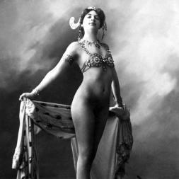 mata-hari desnuda