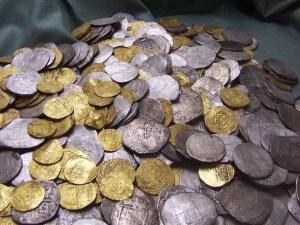 Monedas de oro y plata