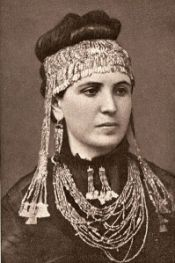 Sophia con diadema