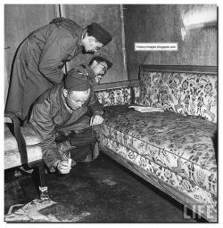 inside-hitler-bunker-fuhrerbunker-berlin-may-1945-007