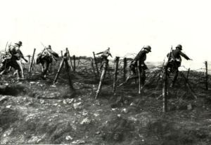 15-german-stormtroopers-during-attack-gw000