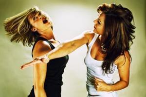 485655997_women_fighting_xlarge