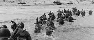 Aliados desembarcando en Normandía