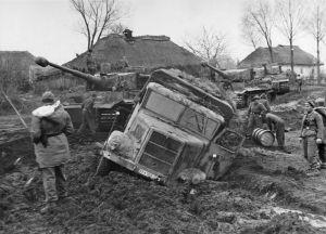 Camiones atascados en el lodo ruso