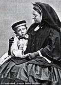 Con su abuela la Reina Victoria