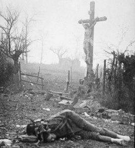 Hombre y Crucifijo.