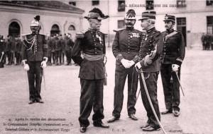 Re-admisión de Dreyfus en el ejército.