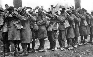 800px-British_55th_Division_gas_casualties_10_April_1918