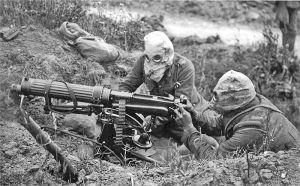 800px-Vickers_machine_gun_crew_with_gas_masks