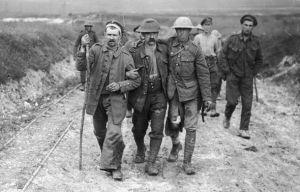 Soldados británicos heridos camino al hospital de campaña. (1914)
