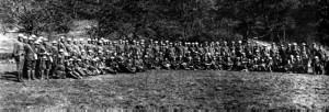Sobrevivientes del Batallón Perdido en su vuelta al sitio de la batalla.