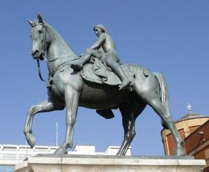 Monumento a Lady Godiva en Broadgate, Londres.
