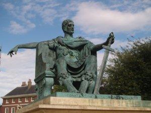 Estatua del Emperador Constantino en la ciudad de York, Inglaterra.