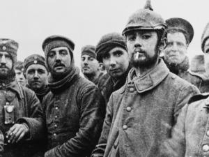Soldados ingleses y alemanes. Navidad 1914.