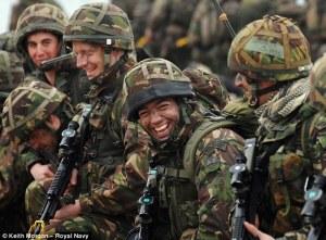 soldados riendo