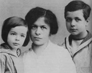 Eduard, Mileva y Hans Albert Einstein