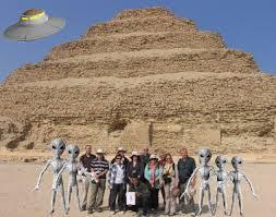 Aliens y pirámides