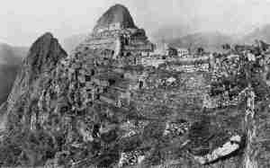 Foto original de Bingham hecha en su primera visita a Machu Picchu, 1911.
