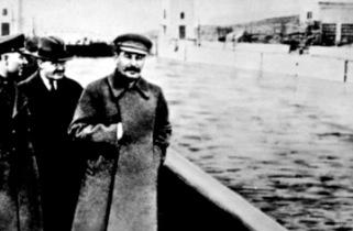Stalin frente al Canal del Mar Blanco